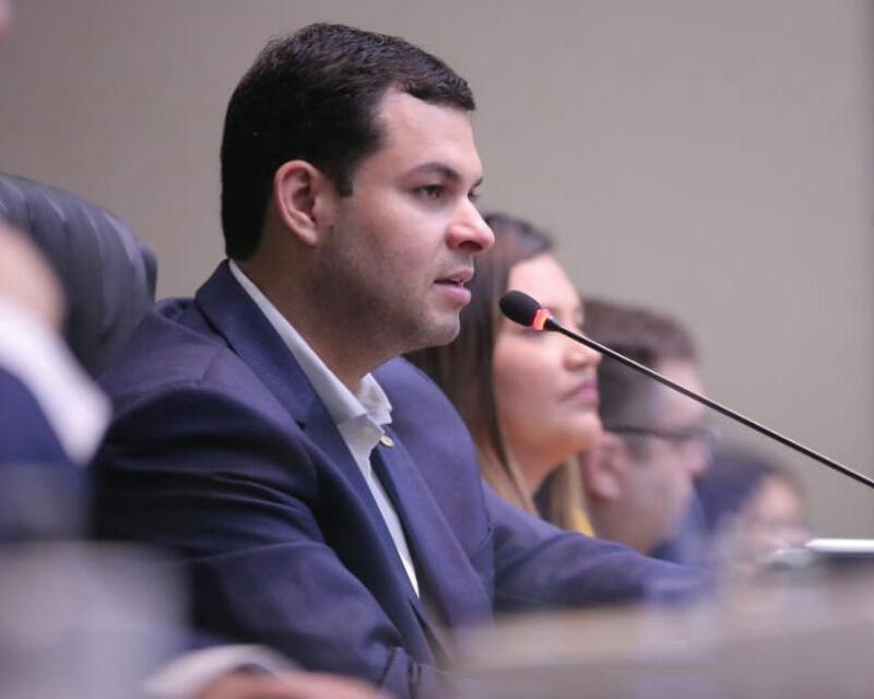 Governo atende pedido de deputado pela antecipação da primeira parcela do 13º salário dos servidores do Amazonas