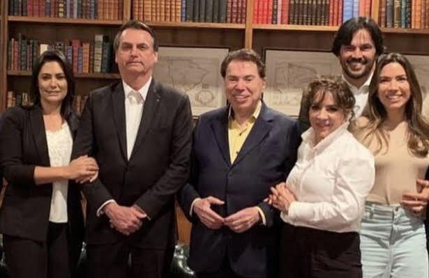 Bolsonaro recria Ministério das Comunicações e nomeia genro de Silvio Santos