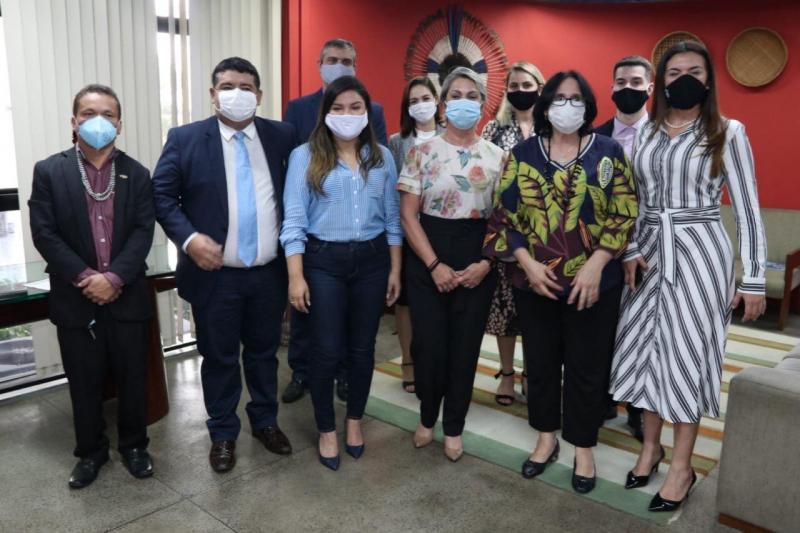 Ministra Damares Alves anuncia R$ 10 milhões para construção da Casa da Mulher Brasileira no AM