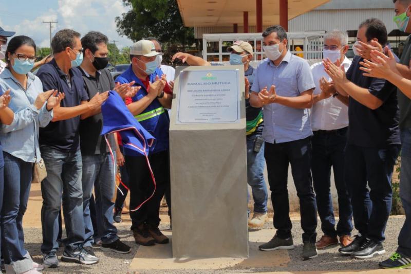 Wilson Lima entrega quatro ramais em Autazes e anuncia mais investimentos no município