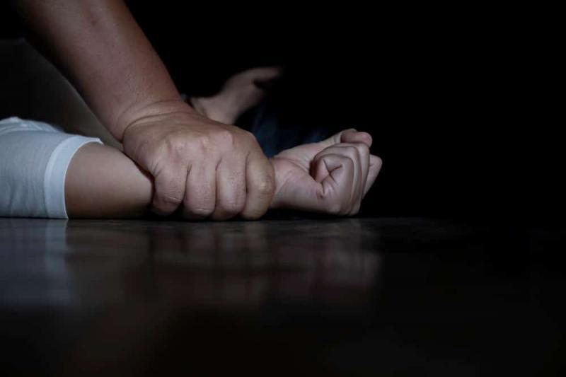 Menino era estuprado por padrasto durante férias na casa mãe em Manaus