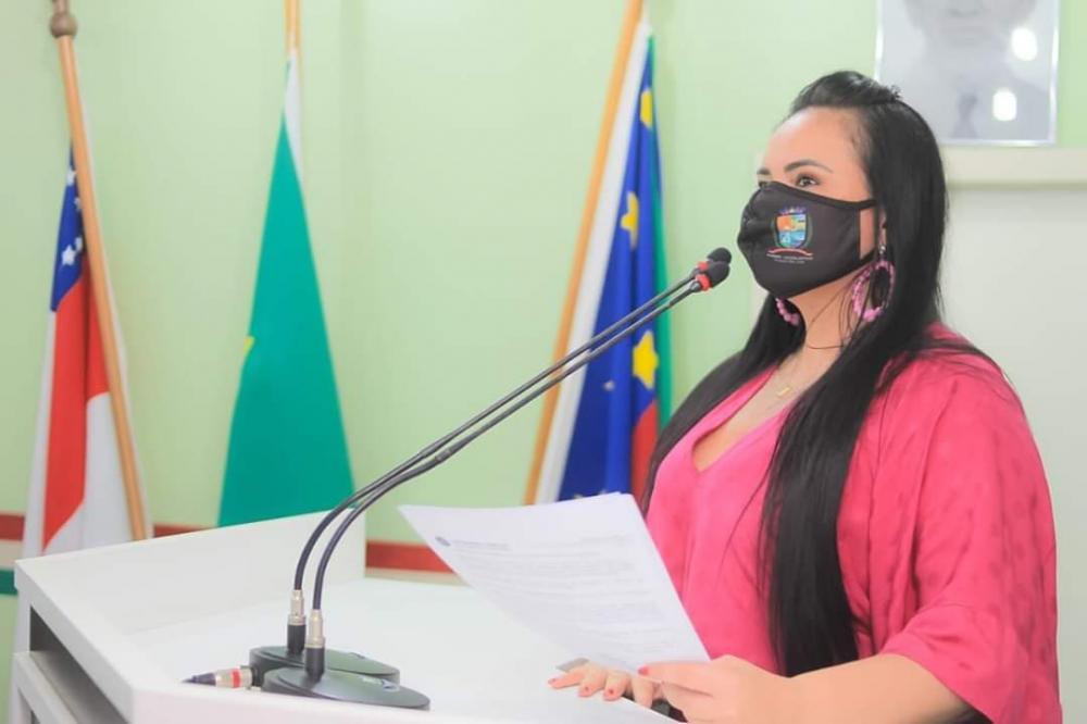 Vereadora Vanessa apresenta relatório com ações de enfrentamento à Covid-19