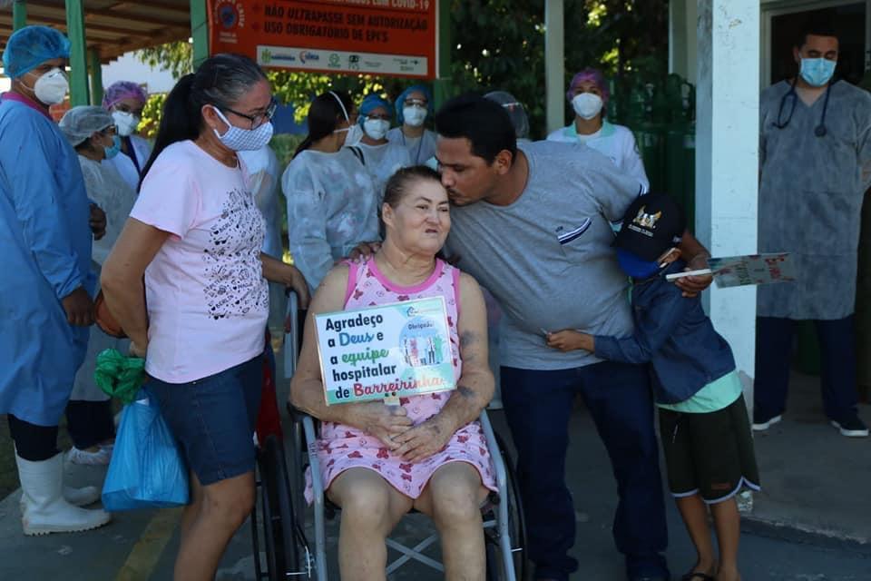 Hospital de Barreirinha dá alta a dois pacientes tratados de Covid-19 e Sala Rosa está zerada