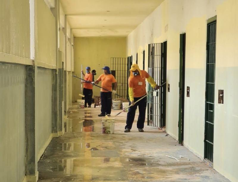 Internos reformam galerias da Unidade Prisional do Puraquequara, em Manaus