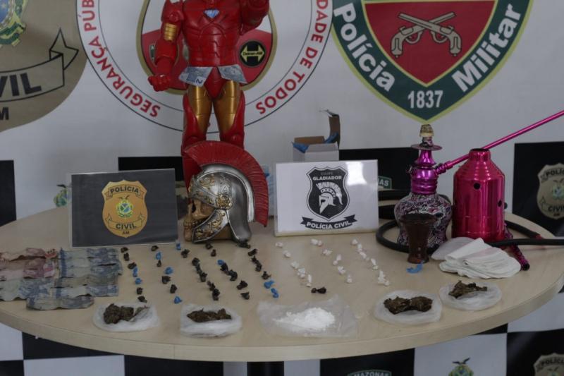 Mulheres que escondiam drogas em boneco do 'Homem de Ferro' são presas