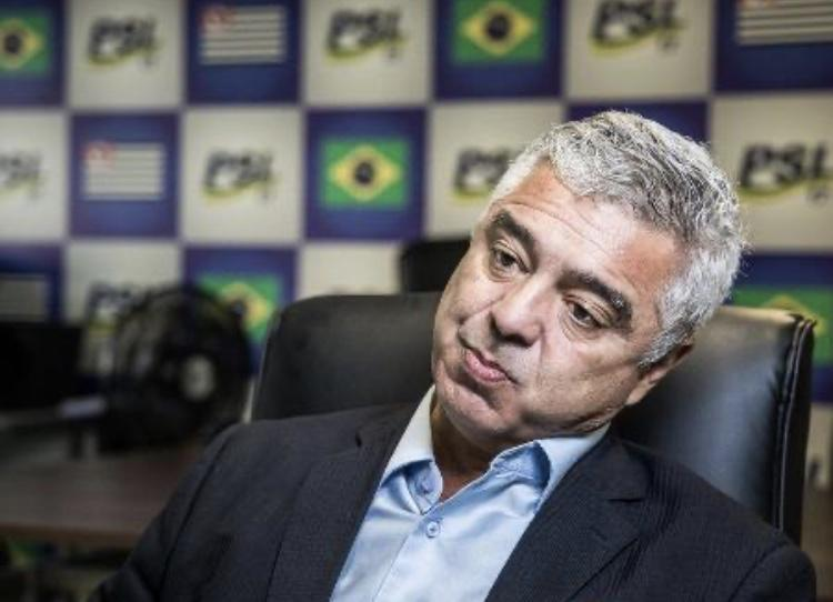 Coisa de bundão é não explicar dinheiro de Queiroz para mulher, diz Olimpio