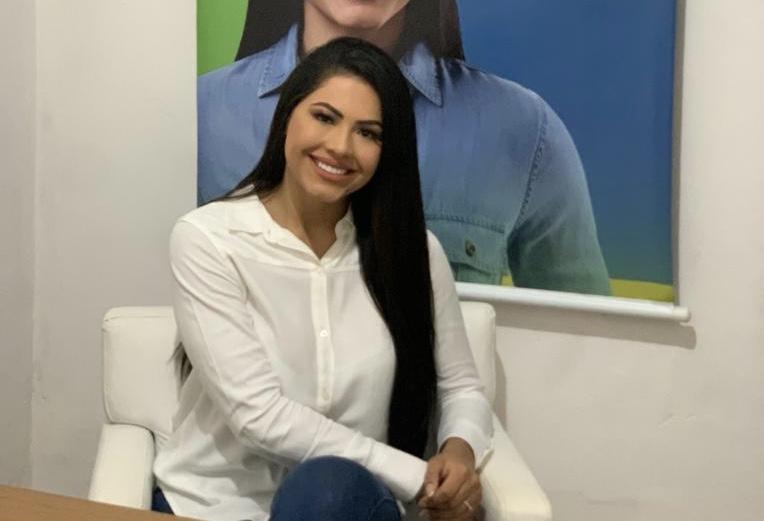 Ex-rainha do folclore, Brena Dianná lança pré-candidatura à vereadora em Parintins