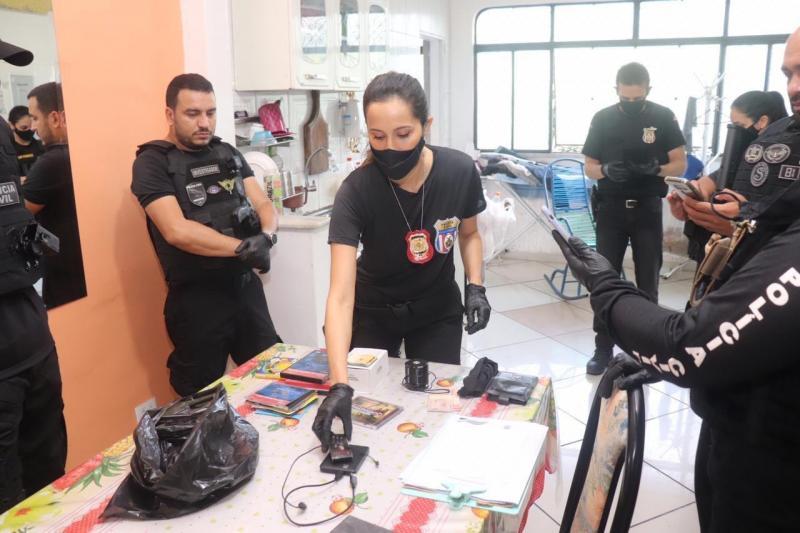 Polícia Civil prende professor que armazenava e divulgava vídeos de pornografia infantil no AM