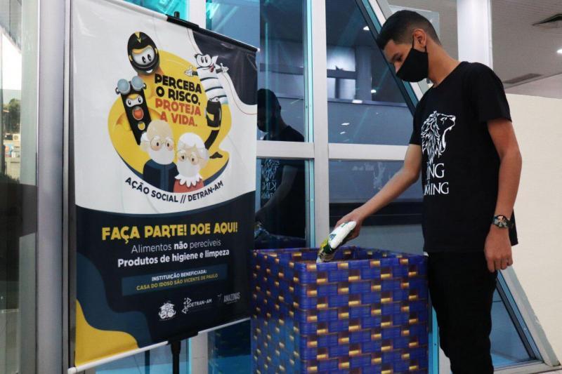 Detran-AM arrecada donativos e promove coleta de sangue para comemorar 48 anos