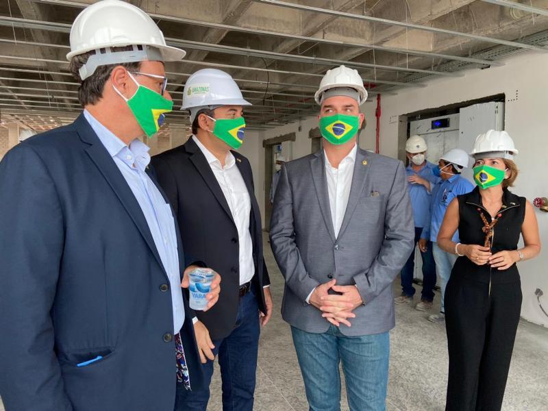 Wilson Lima recebe filhos de Bolsonaro em Manaus em agenda sobre o turismo