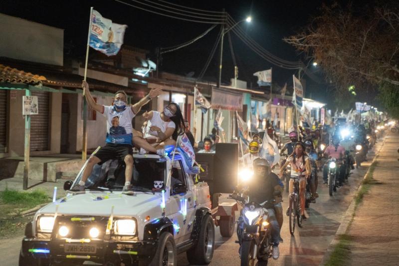 Babá Tupinambá ganha às ruas de Parintins com buzinaço