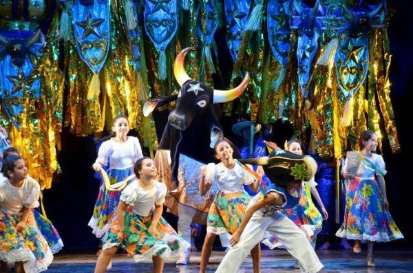 Caprichoso anuncia novidades durante live comemorativa de 107 anos no Teatro Amazonas