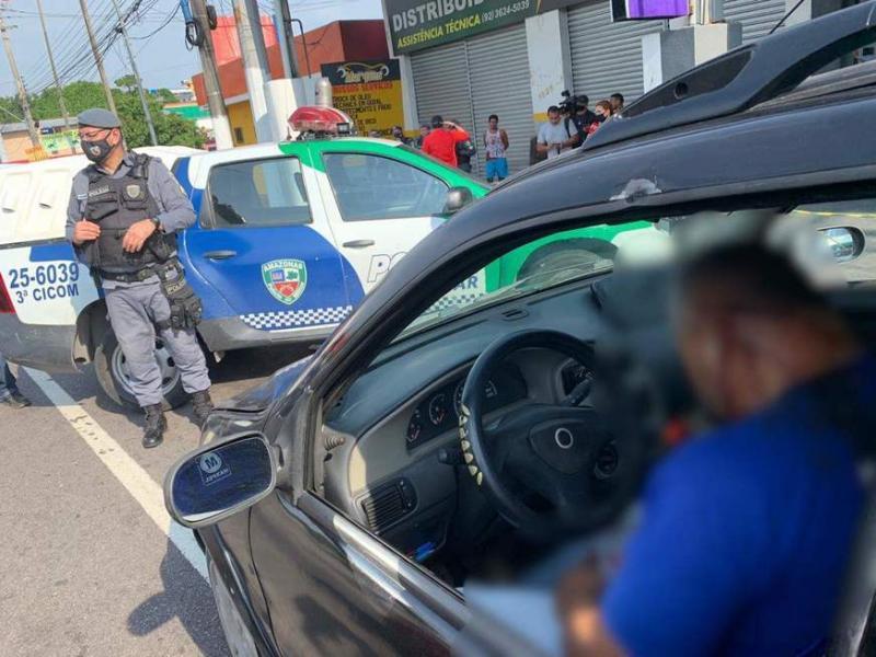 Homem é abordado por motoqueiro e morto a tiros em avenida de Manaus