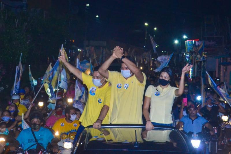 Bi Garcia encerra campanha com carreata histórica pelas ruas de Parintins