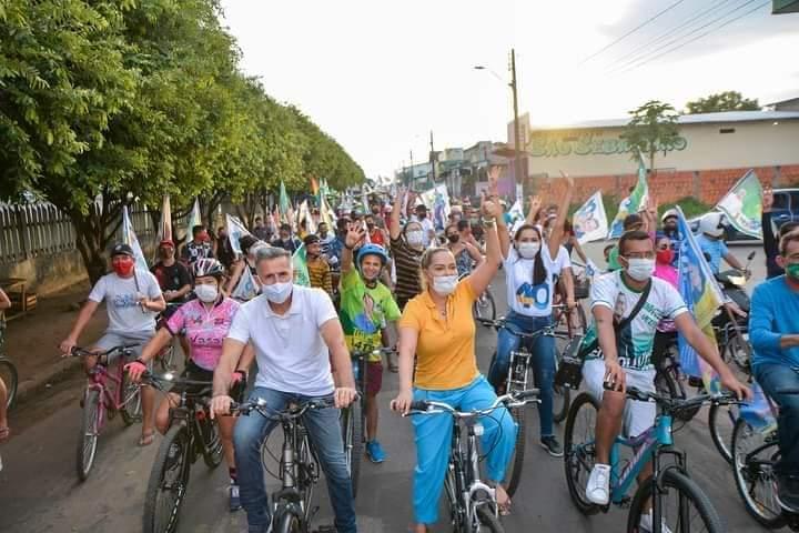 Com pedalaço pelas ruas de Parintins, Juscelino Manso encerra campanha