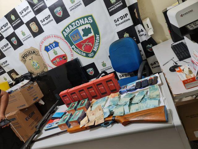 Prefeito de Tonantins é preso com dinheiro 'vivo' e armas dentro de casa