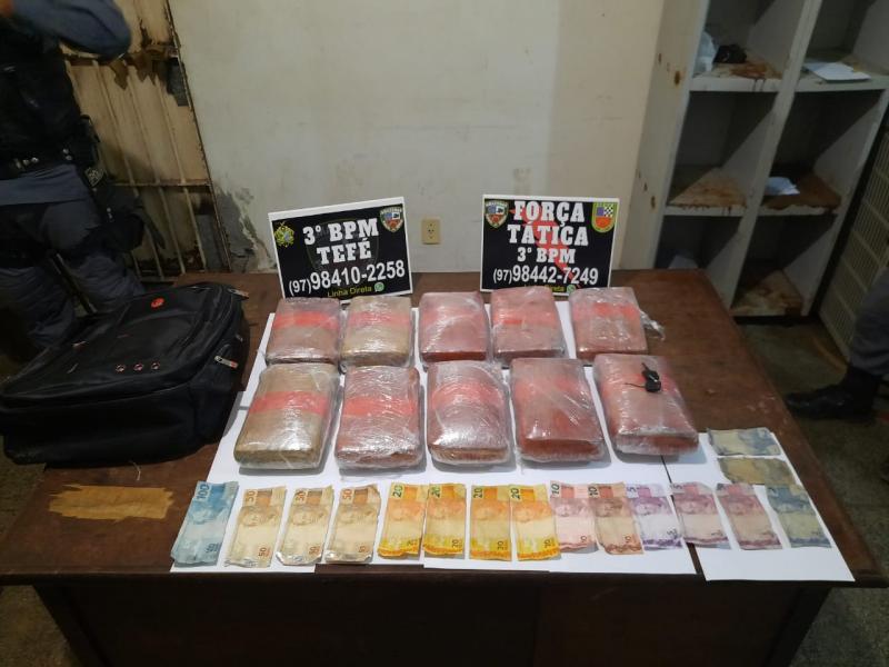 PM detém homem com mais de 10 quilos de entorpecentes dentro de casa em Tefé