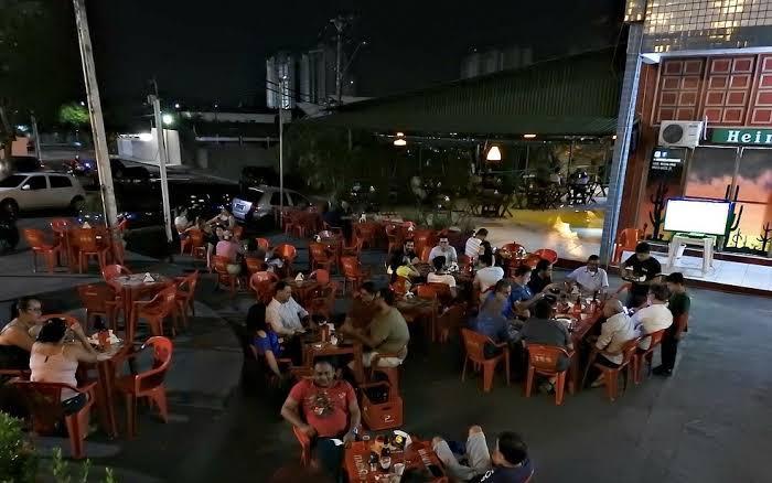 Bares e casas de shows voltam a funcionar a partir desta terça-feira (1º), em Manaus