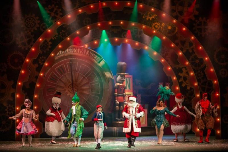 Espetáculo 'A Caixa Mágica do Natal' estreia com explosão de cores e alegria no Teatro Amazonas