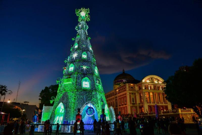 Árvore de Natal é a principal atração turística do Centro Histórico de Manaus neste fim de ano
