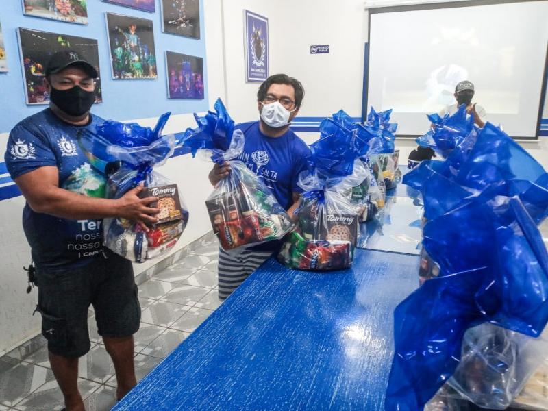 Conselho de Arte do Caprichoso realiza entrega de cestas natalinas em parceria com embaixador do bumbá