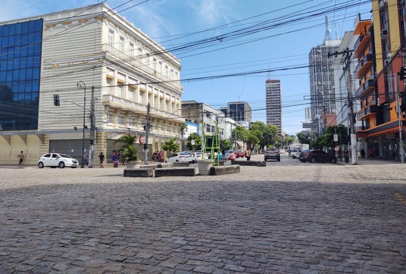Governador anuncia decreto que proíbe circulação de pessoas entre 19h e 6h em Manaus