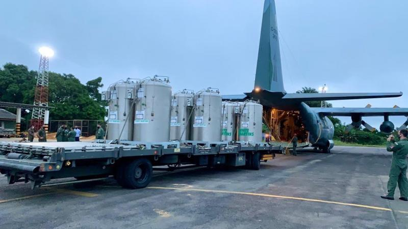 Durante a madrugada, Governo do Estado recebe oxigênio para hospitais de Manaus
