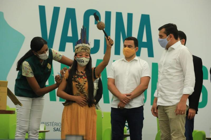 É profissional de saúde e indígena a primeira imunizada contra Covid-19 no Amazonas