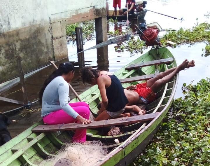 Em uma voadeira, quatro homens atiram contra pai e filho durante pescaria no lago do Macurany, em Parintins