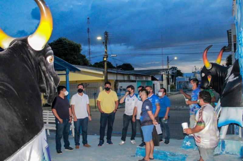 Boi Caprichoso apresenta projeto do novo complexo do curral Zeca Xibelão ao prefeito de Parintins
