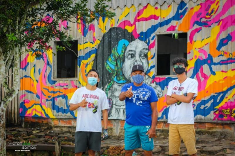 Artistas de Parintins levam grafite para comunidades ribeirinhas