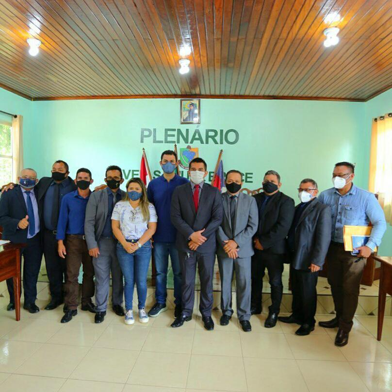 Em Nhamundá, Saullo Vianna anuncia emendas para produção rural e participa de programação no Dia do Índio