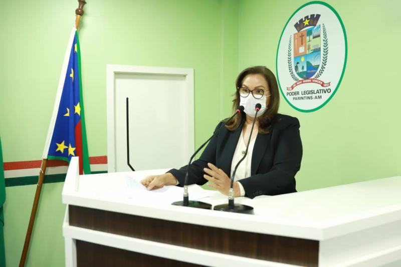 Vereadora Márcia pede contratação de psicólogos para atender na Delegacia de Polícia e reforma para o Creas