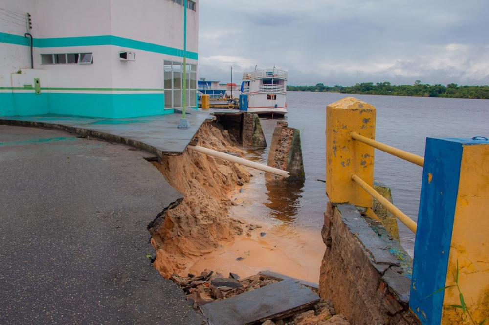 Prefeitura de Nhamundá emite nota de esclarecimento sobre queda de parte do muro de arrimo da cidade
