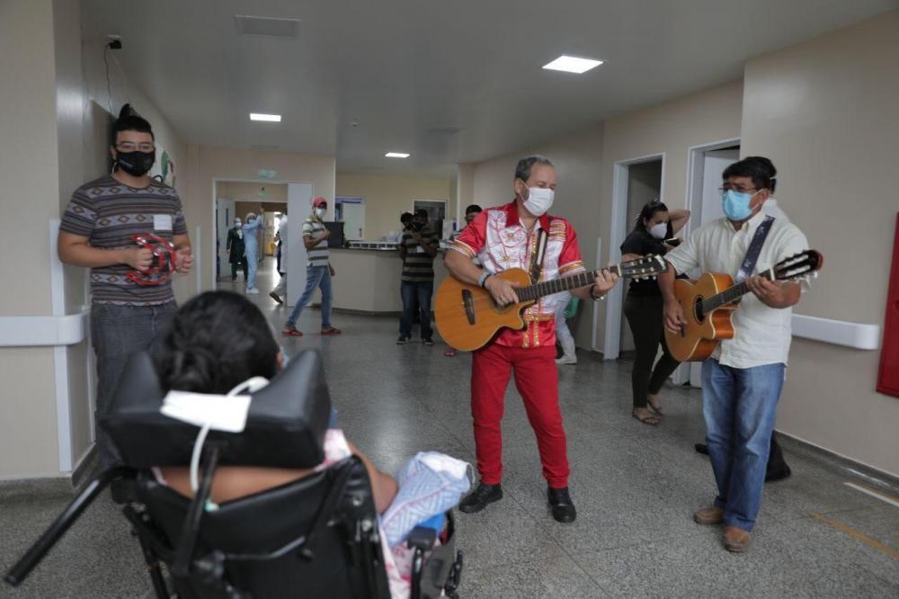Terapia da Toada leva música, emoção e alegria para paciente do HPS João Lúcio