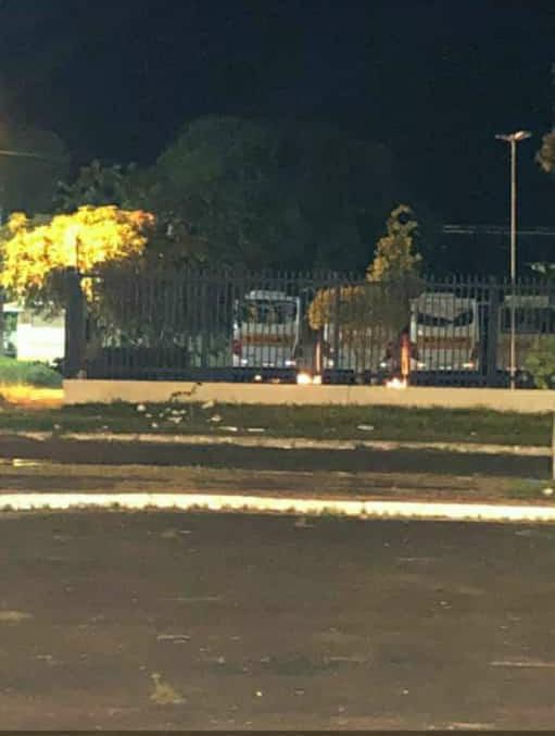 Noite de terror em Parintins: bandidos tentam atear fogo em ônibus estacionados em escola