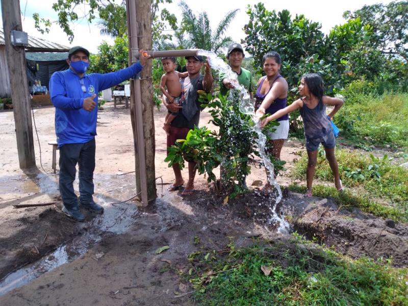 Famílias do assentamento Nova Vida, zona rural de Parintins, recebem água potávelem seus 'girais'
