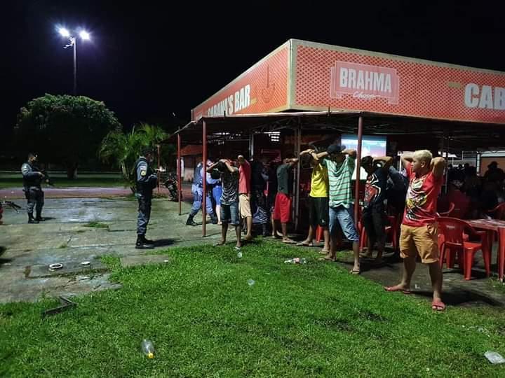 Polícia Militar de Parintins prende trio por tráfico de drogas, durante Operação Saturação