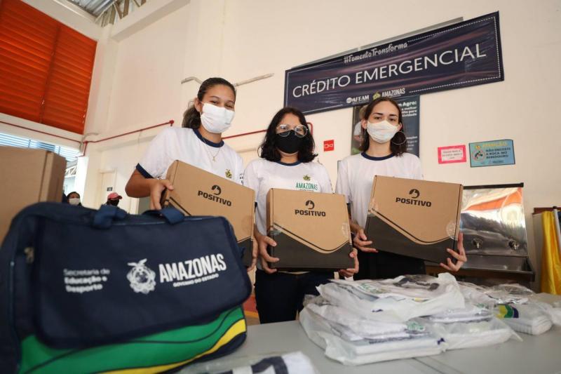 Governador Wilson Lima entrega de itens para rede estadual de ensino e equipamentos para entidade em Nova Olinda do Norte