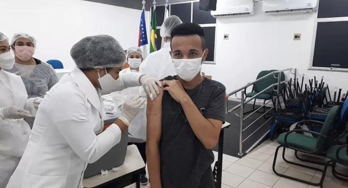 Em Coari, pessoas acima de 18 anos já podem se vacinar contra a Covid-19
