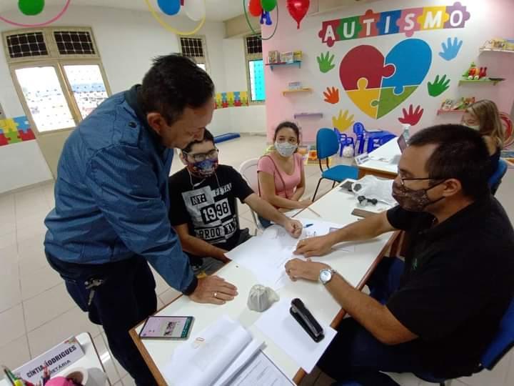 Vereador Babá Tupinambá comemora início dos atendimentos no Instituto Autista de Parintins Isadora Tupinambá