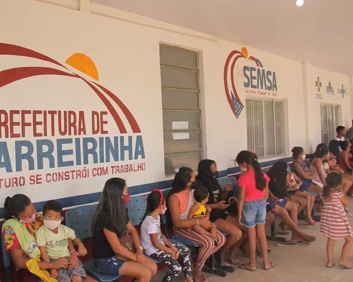 População de Barreirinha marca presença em massa no Dia D de vacinação contra a Influenza