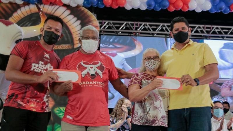 Prefeitura de Parintins, Governo do Amazonas e Maná Produções entregam 1 mil tickets alimentação a artistas parintinenses