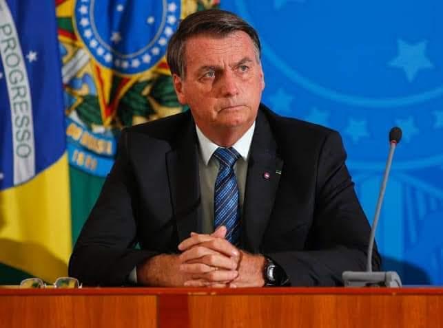 Após derrota do voto impresso, Bolsonaro volta a criticar TSE e diz, sem prova, que eleição de 2022 não será confiável