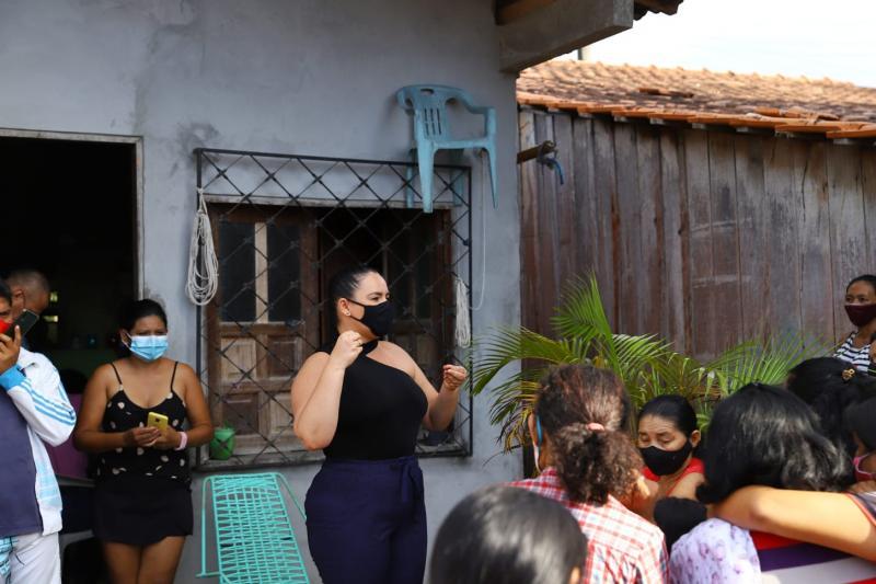 Vereadora Vanessa Gonçalves reúne com famílias da Rua Antônio Meireles, no bairro Itaúna 1