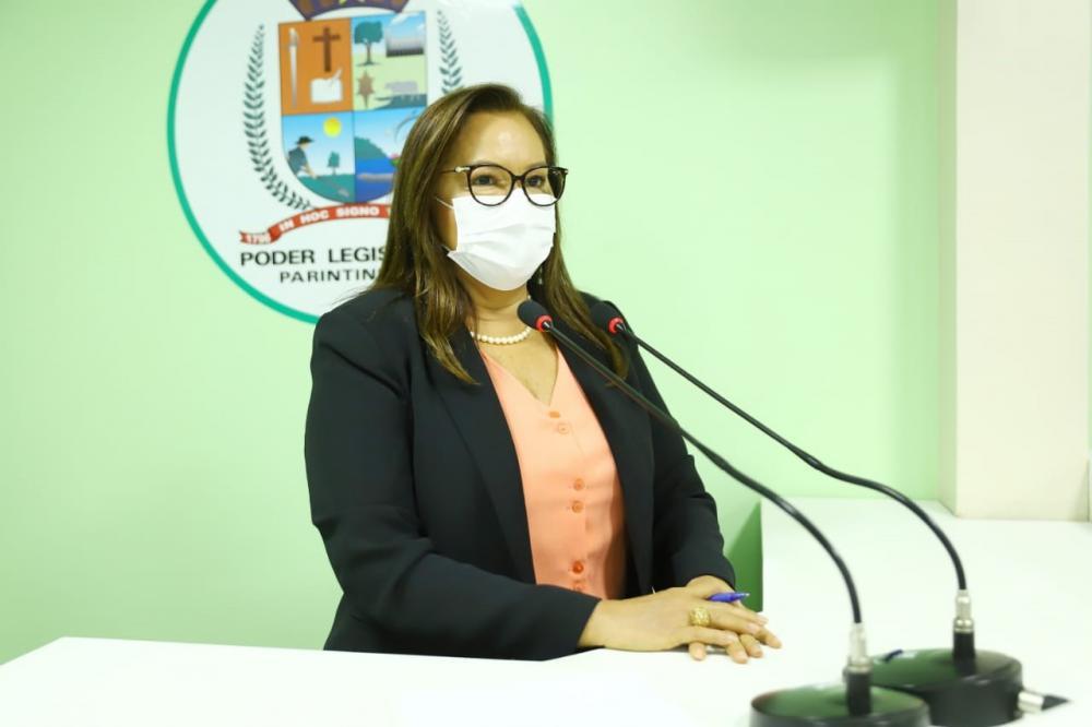 Vereadora Márcia Baranda solicita levantamento e sugere programa para atender órfãos da COVID em vulnerabilidade