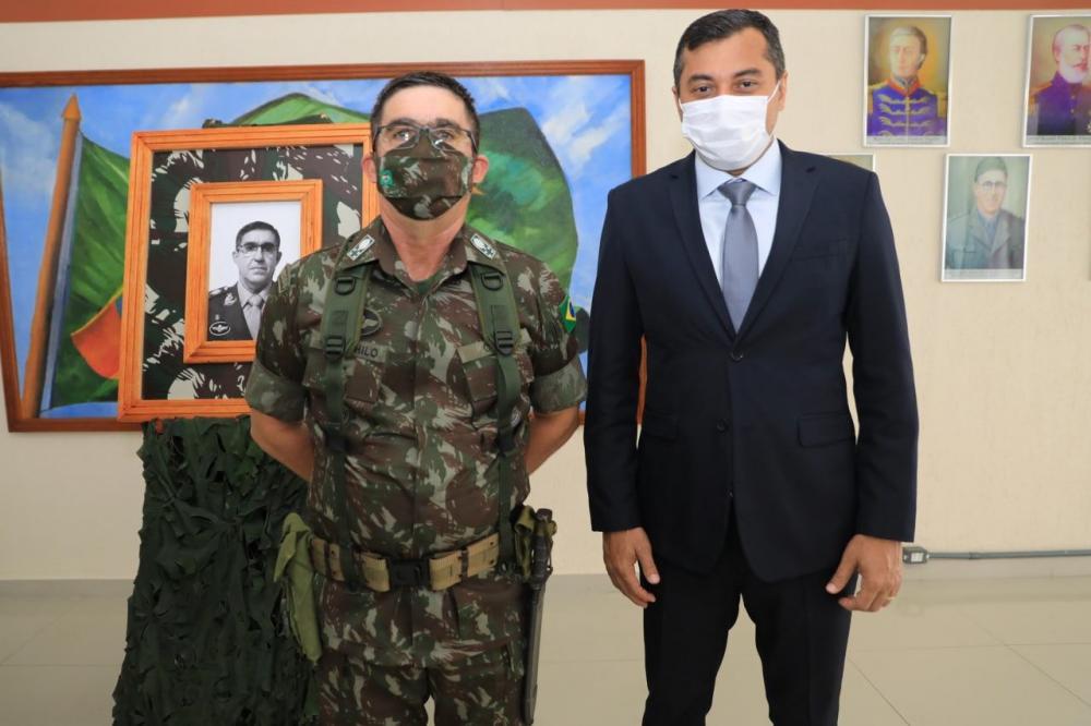 Wilson Lima destaca apoio do Exército no enfrentamento da pandemia de Covid-19, durante troca de comando do CMA