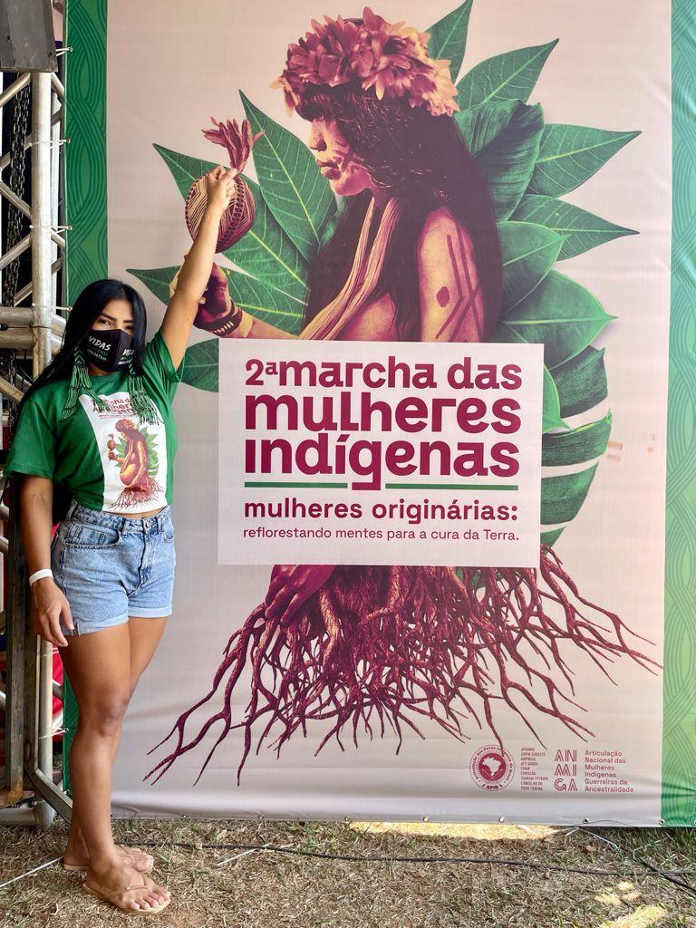 Cunhã-Poranga do Boi Caprichoso participa da marcha das mulheres indígenas, em Brasília
