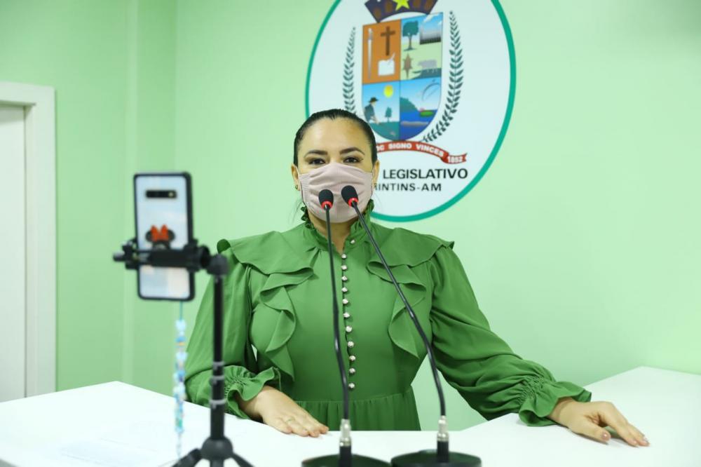 Vereadora Vanessa Gonçalves requer psicólogos na zona rural de Parintins
