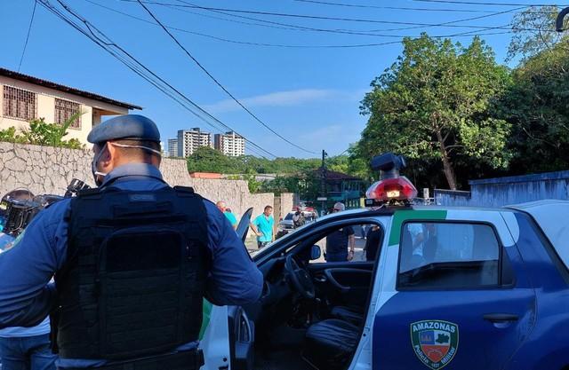 Corpo de homem morto a facadas é encontrado amarrado em Manaus